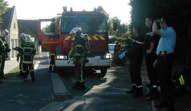 manoeuvre-des-pompiers-a-la-gendarmerie-image-article-large
